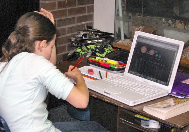 Alunos brasileiros são os que menos têm habilidades digitais, diz estudo